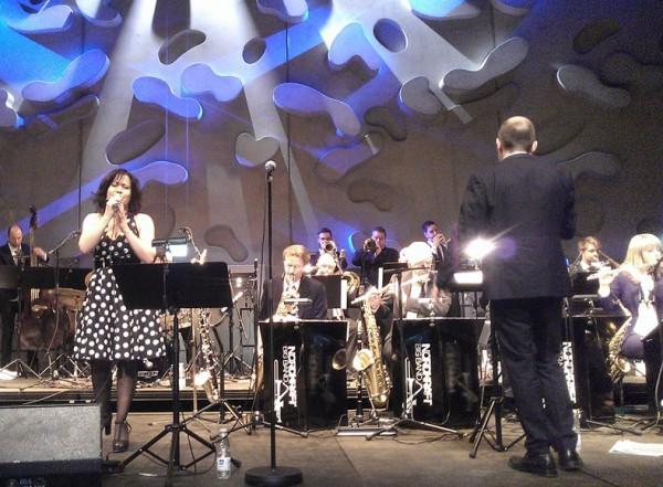 Nordkraft Big Band på scenen, sammen med Veronica Mortensen, ved Åbningen af Musikkens Hus i Aalborg, 30. marts 2014.